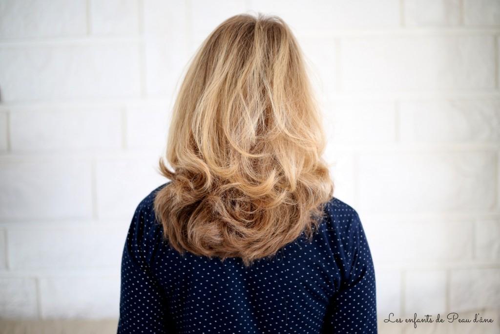 Cheveux bouclés - signée
