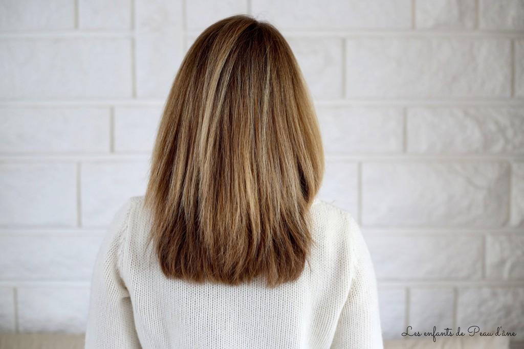 Cheveux lissés - Signée